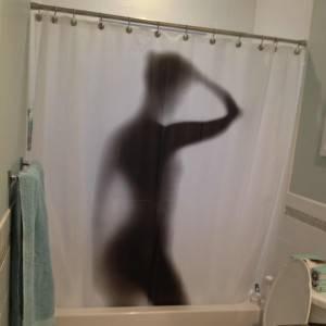 duschvorhang_schatten_der_frau_1