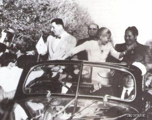I coniugi Peròn accolti con entusiasmo dalla folla a Mendoza.