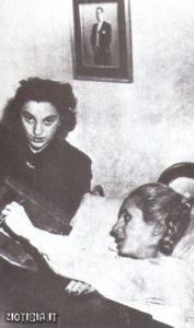 Eva in ospedale nel 1951: cominciano a manifestarsi i primi segni della malattia che la porteranno alla tomba.
