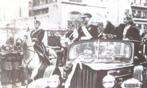 Buenos Aires, luglio 1952: l'ultima apparizione di Evita in pubblico. Pochi giorni dopo questa foto, sarà stroncata dalla grave malattia che l'aveva colta l'anno prima.